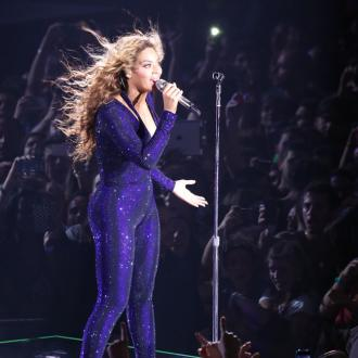 Beyonce Gets Hair Trapped In A Fan And Still Delivers Perfect Vocal
