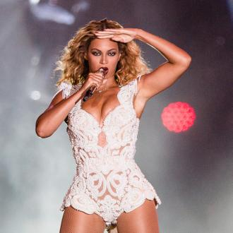 Beyonce Cries At Anne Hathaway's Films