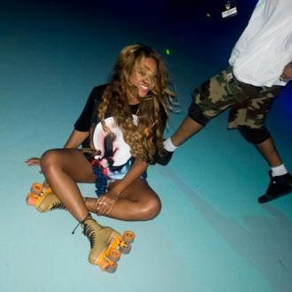 Beyonce And Jay Z Treat 'On The Run' Crew To Skating Session