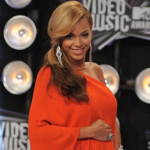 Beyonce Knowles Gives Birth