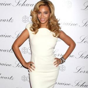 Beyonce Knowles Designs Obama Campaign Shirt