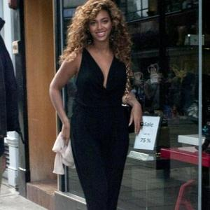 Beyonce Knowles Escapes Car Crash