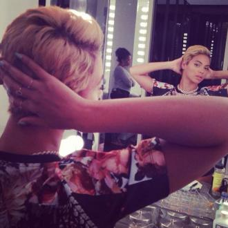 Beyonce Cuts Hair Into Bob