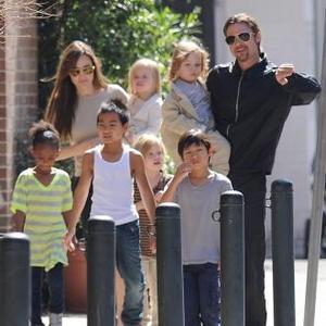 Brad Pitt And Angelina Jolie Do Karaoke