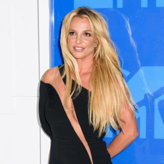 Britney Spears suffers wardrobe malfunction