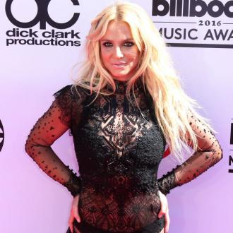 Britney Spears auctions off painting