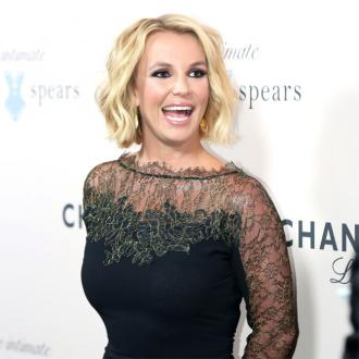 Britney Spears 'embarrassed' by onstage fall