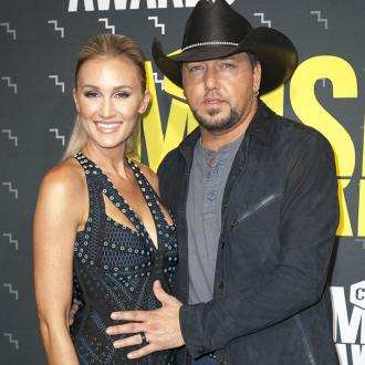 Jason Aldean visits shooting victims