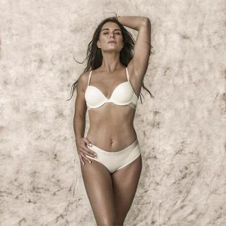 Brooke Shields flaunts sexy body in Calvin Klein ad