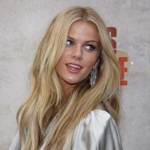 Brooklyn Decker Credits Dad For Healthy Figure