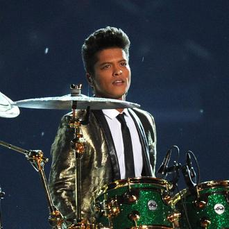 Bruno Mars dedicates Innovator Award to fans