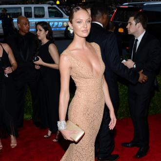 Candice Swanepoel has 'mommy chat' with fellow models