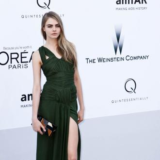 Cara Delevingne  Struggles With Heels