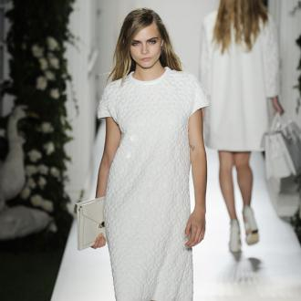 Cara Delevingne Steals The Show For Mulberry At Lfw
