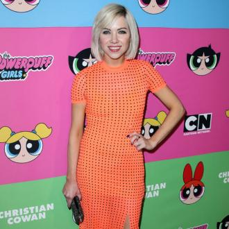 Carly Rae Jepsen shares food on dinner dates