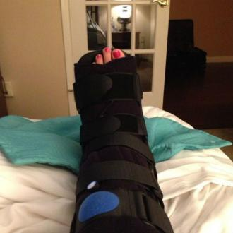 Carrie Underwood Sprains Foot