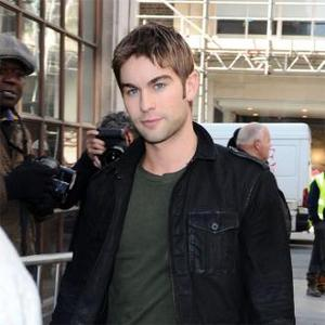 Chace Crawford Dating Tv Host Eight Years Older