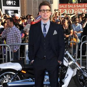 Chris Evans Thrilled With Geek Look In Captain America