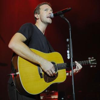 Chris Martin plays impromptu concert at homeless shelter