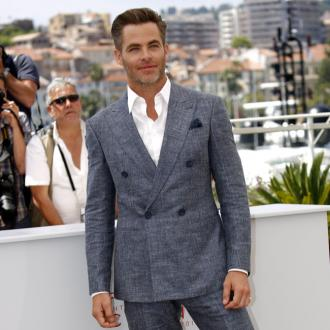 Chris Pine wishes people dressed better
