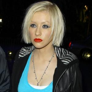 Christina Aguilera Shares Public Kisses With Boyfriend