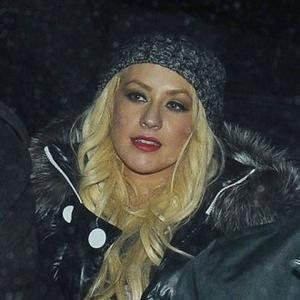 Christina Aguilera Has Cheap Dinner Date