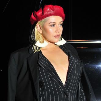 Christina Aguilera loses her voice