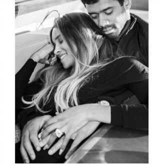 Ciara announces pregnancy