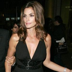 Cindy Crawford Loves Husband's Confidence