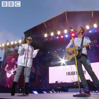 Coldplay and Ariana Grande perform Don't Look Back In Anger at benefit concert