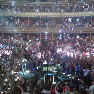 Coldplay Shower Fans With Star Confetti At London Show