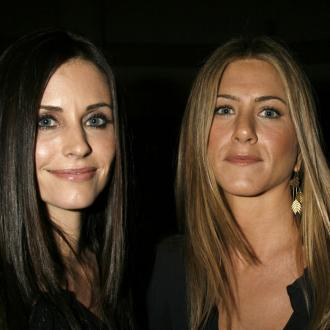 Jennifer Aniston Holidays With Courteney Cox