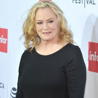 Cybill Shepherd accuses Leslie Moonves of propositioning her