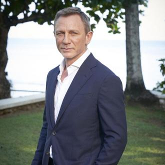 Daniel Craig Injures His Ankle