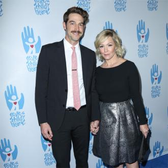 Jennie Garth's husband asks for divorce petition to be withdrawn