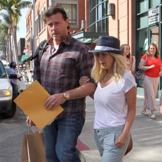 Dean McDermott and Tori Spelling 'on good terms'