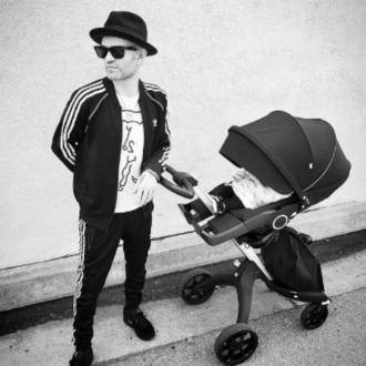 Deryck Whibley is a dad
