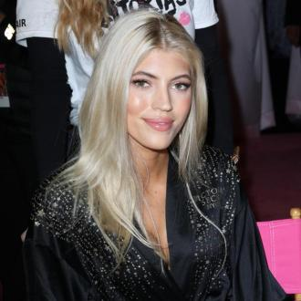 Devon Windsor Kept Eating Carbs Before Vs Show