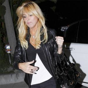 Dina Lohan Bans Michael From Lindsay