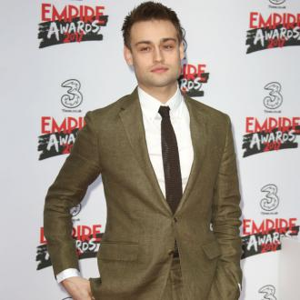 Douglas Booth 'Hates' Shopping