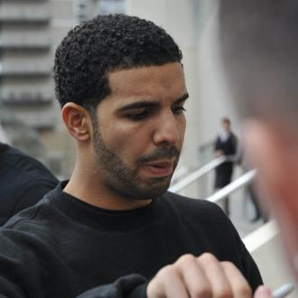 Drake Dedicates Diploma To Mother