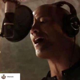Dwayne Johnson gets asked to sing tracks from Moana when in the gym