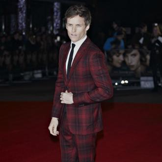 Eddie Redmayne gives wands to Beasts fans