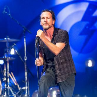 Eddie Vedder Donates $10,000 To Needy Family