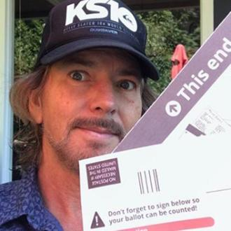 Eddie Vedder joins Instagram to encourage voting