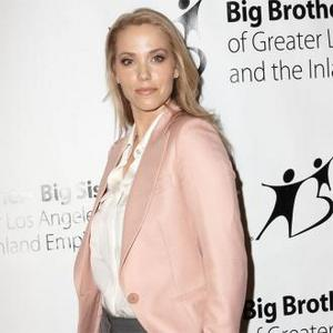 Elizabeth Berkley All Set For Child No. 1