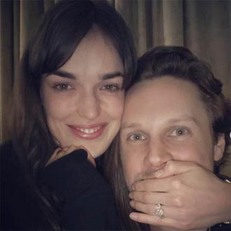 Elizabeth Henstridge announces her engagement