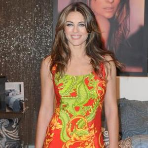 Elizabeth Hurley Bakes Cake For Shane's Daughter