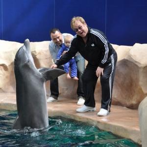 Elton John Takes Son To See Dolphin