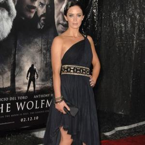 Emily Blunt Has Pre-premiere Cocktail